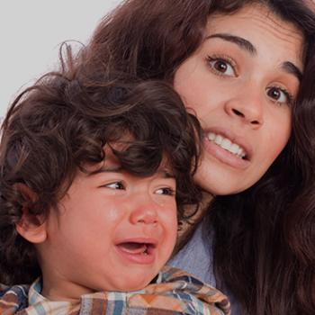 ¿Mis hijas e hijos deben dar besos y abrazos, aunque no quieran?